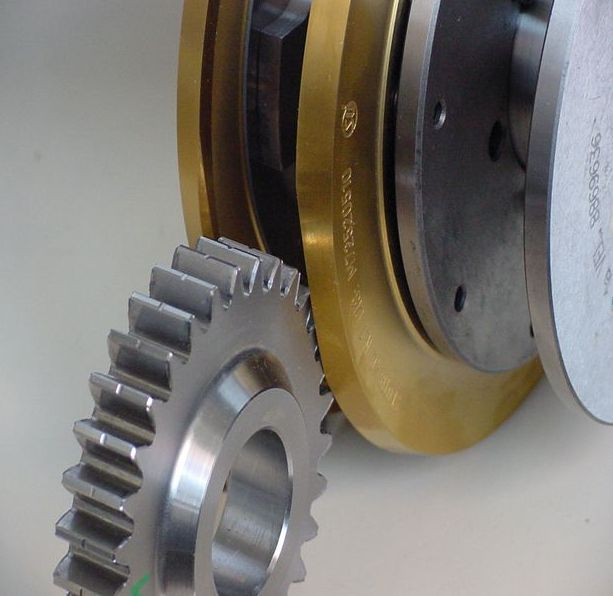 Deburring tool with gear