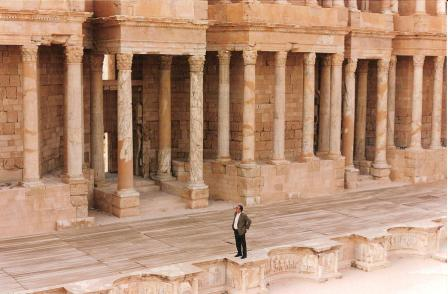 Doppio colonnato del teatro di Sabratha - Double colonnade of the theater at Sabratha