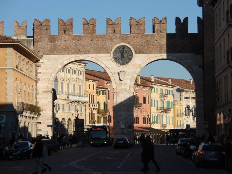 seleziona per ufficiale fornitore ufficiale scarpe da skate Piazza Bra arco dell'orologio - Arch of the Clock