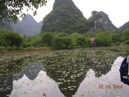 Montagne riflesse sul fiume Lijiang - Mountains reflected on the Lijiang River