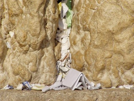 Preghiere scritte nel muro del pianto - Written prayers in the Western Wall